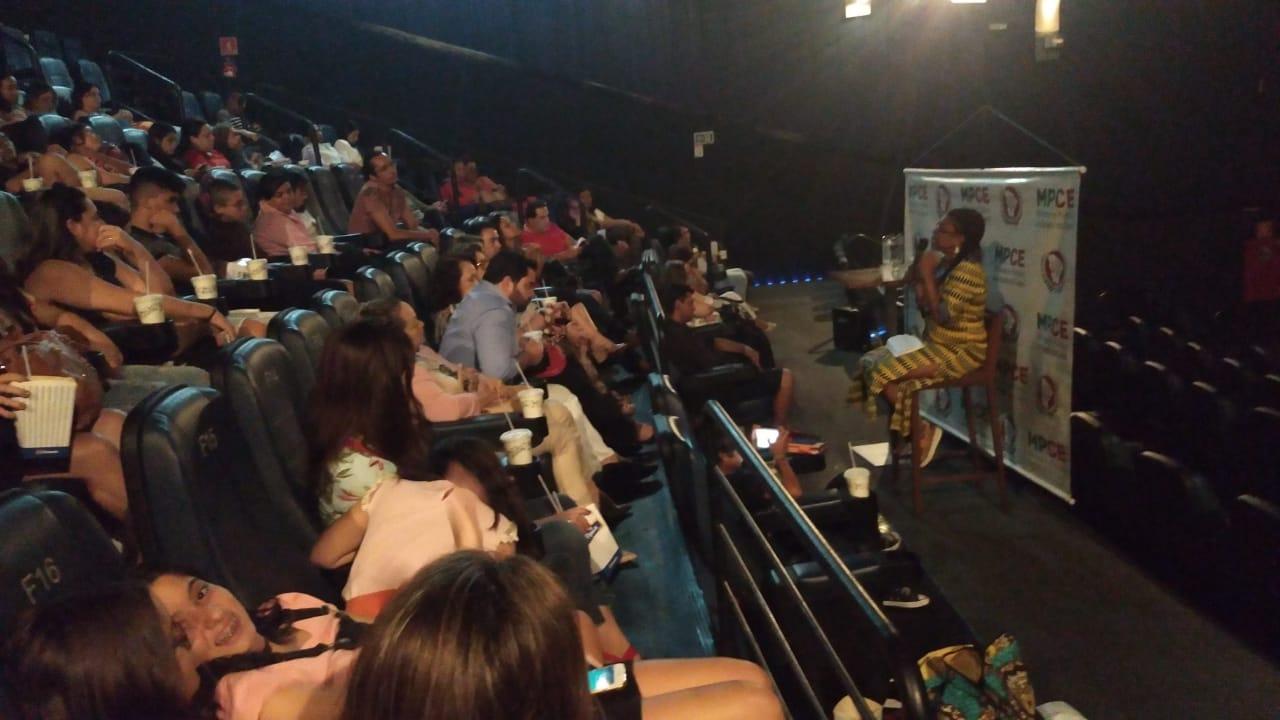 Sessão de cinema promovida pelo MPCE e apoiada pelo Sinsempece debateu questões raciais