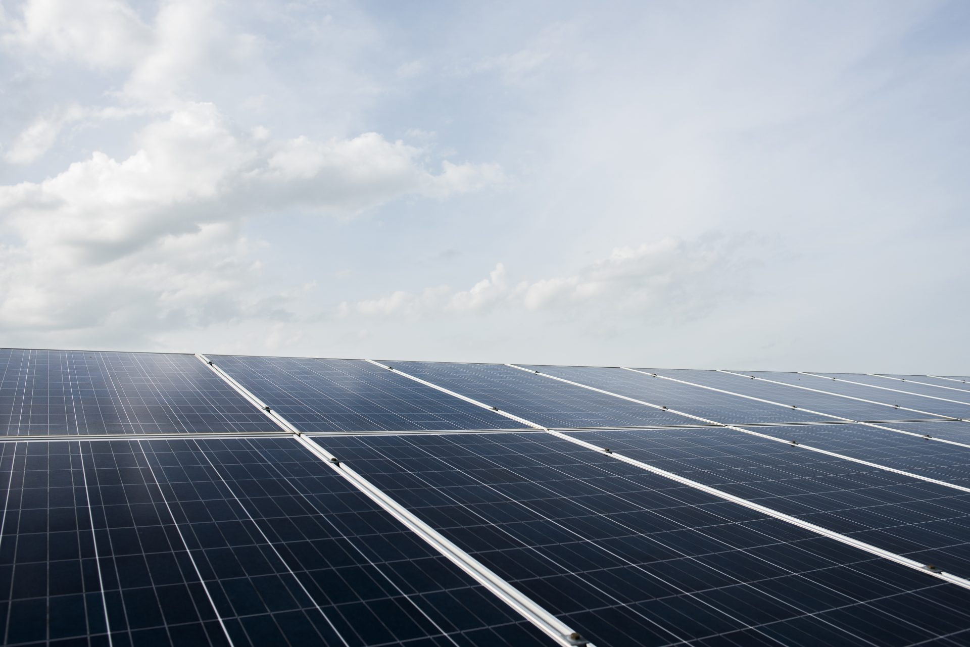 Equipamento para geração de energia solar instalado pelo Sinsempece propicia economia de até 70% com a conta de energia